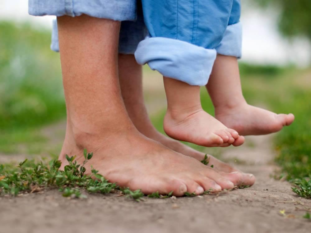 il corpo in perdita di pollice avvolge gli stivali