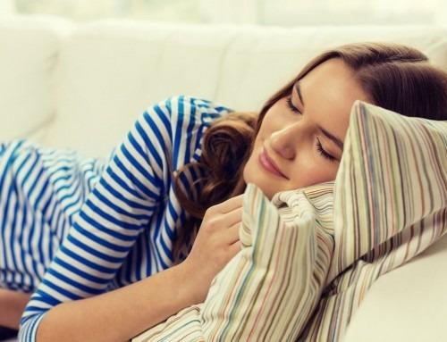 Più sonno, meno voglie e meno chili: ecco perché