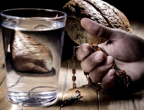 Come mangiare di meno: i consigli di un maestro cenobita per seguire una dieta